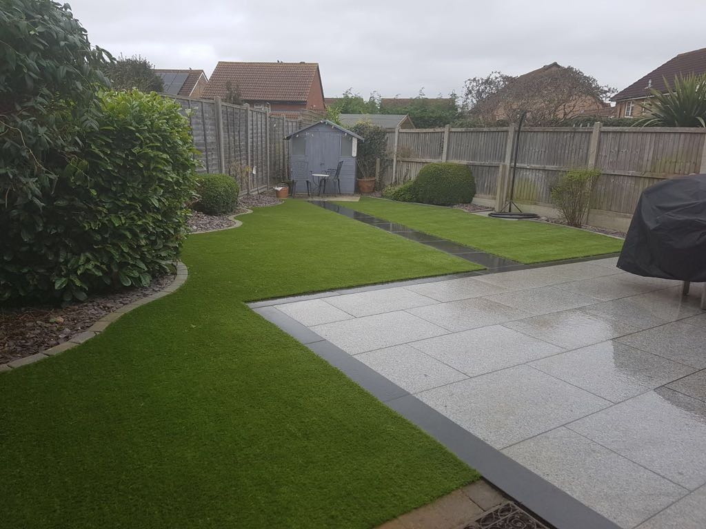 Landscaped garden with artificial grass installation | Bedford Bedfordshire